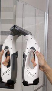 Flüssigkeit mit dem Kärcher Fenstersauger entfernen